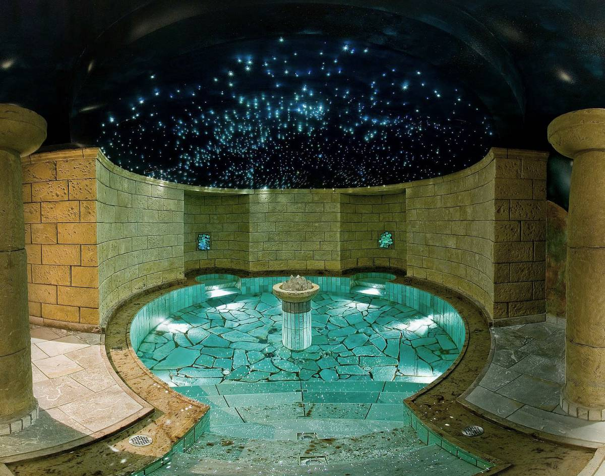 Royal salt water pool: float in the warm salt water (35°C) under the starry sky
