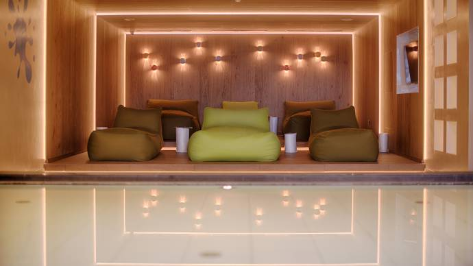 Wellness resort with spa pool and sauna in south tyrol for Terrace parent lounge