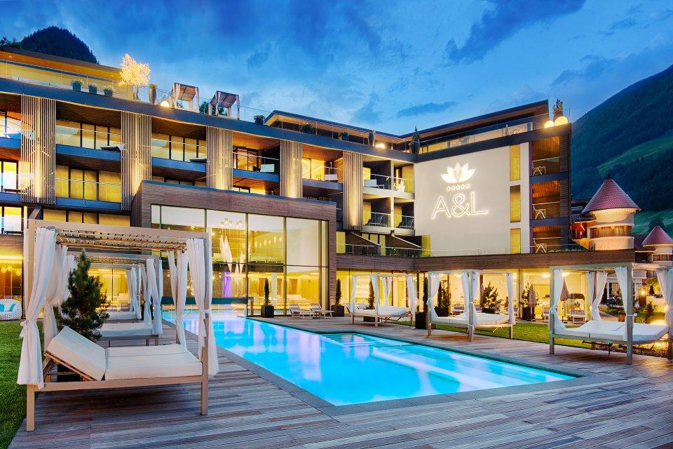 Hotel In Valle Aurina Con Piscina