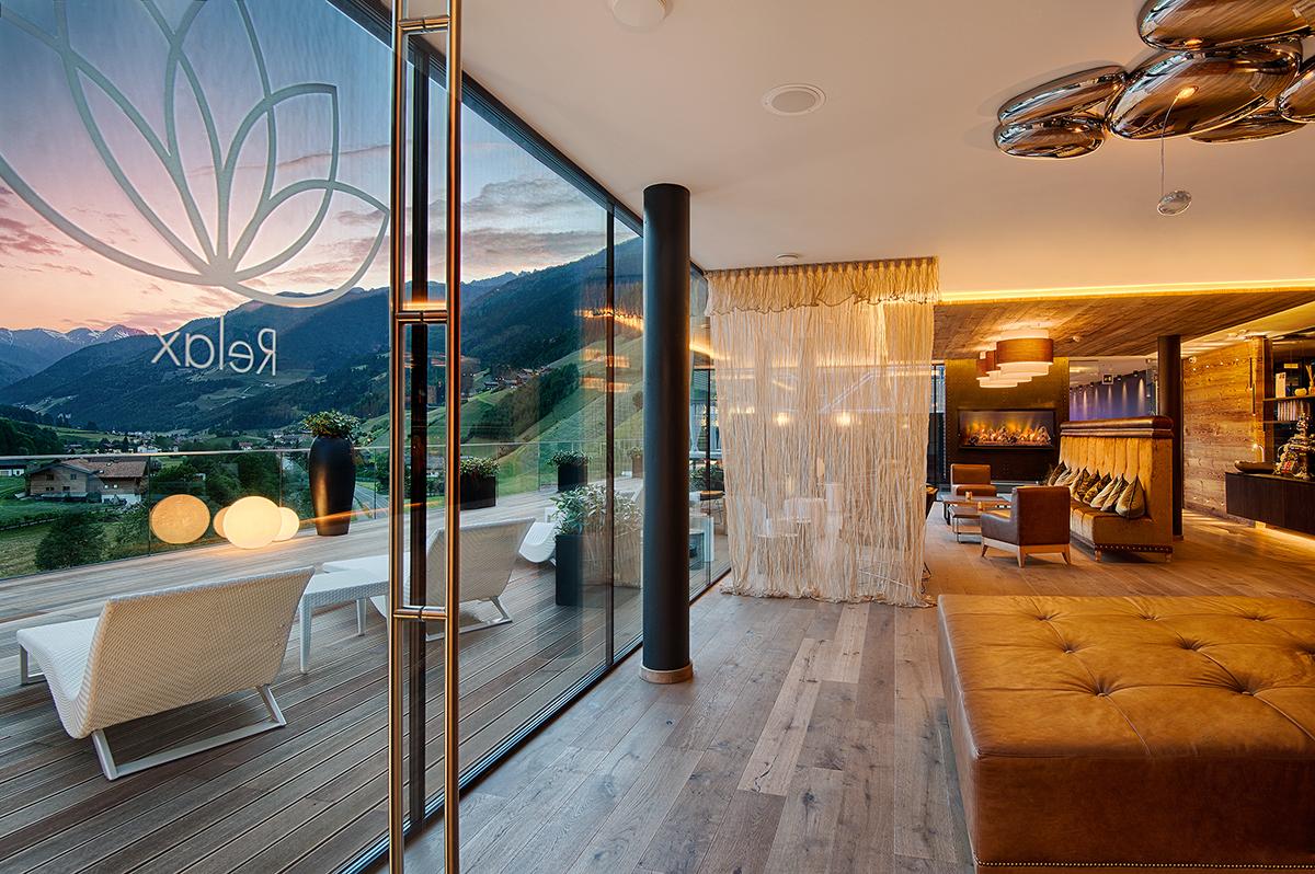 Sonnen mit ausblick auf der terasse unserer panorama ruheoase oder einfach relaxen in der sky - Hotel con piscine termali trentino ...